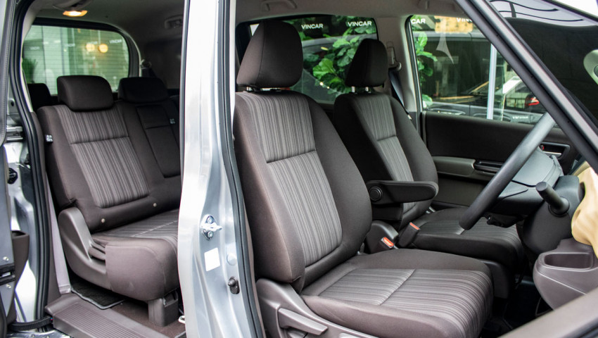 honda-freed-1.5g-sensing-front-seats