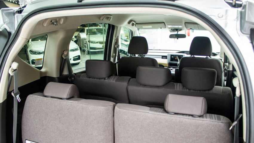 honda-freed-1.5g-sensing-third-row split flip-up seats