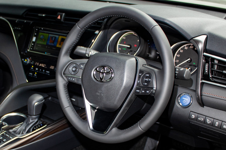 Feature Spotlight: 3-Spoke Leather Steering Wheel With Multifunction Control