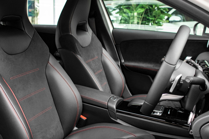 Feature Spotlight: Front Sports Seats With Manual Adjusments