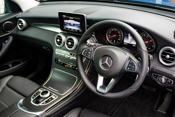 Feature Spotlight: 3-Spoke Multifunction Steering Wheel In Leather