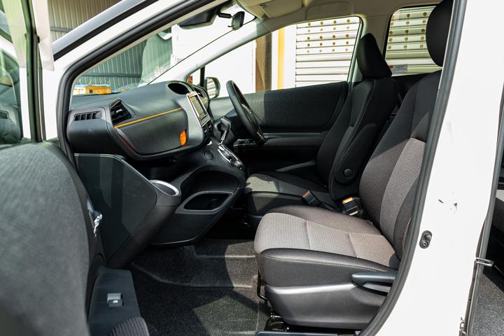 Feature Spotlight: Front Manual Adjustment Seats