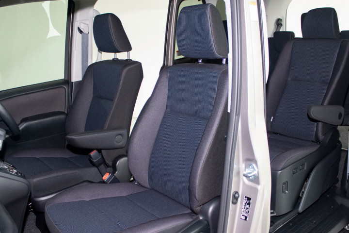 Feature Spotlight: Front Manual Adjustment Seats