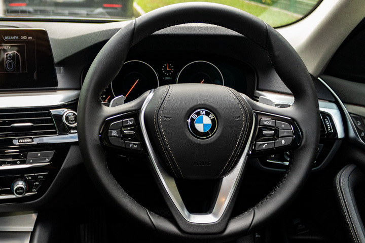 Feature Spotlight: Sport Multi-Function Leather, Steering Wheel