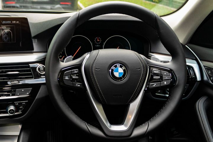 Feature Spotlight: Sport Multi-Function Leather, Steering Wheel