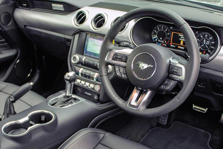 Feature Spotlight: 3-Spoke Multifunction Steering Wheel In Leather