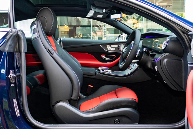 Feature Spotlight: Sports Front Seats Electrically Adjustable With Memory Function