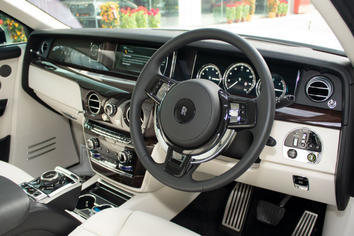 Feature Spotlight: 2 Tone Leather Interior