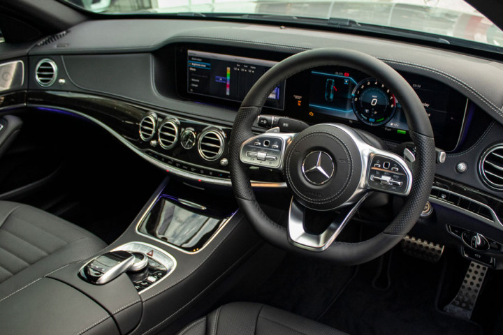 Feature Spotlight: 3-Spoke Nappa Leather Steering Wheel With Multifunction Control