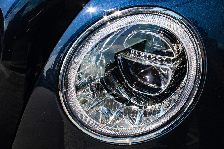Feature Spotlight: Full LED adaptive headlamps with High Beam Assist