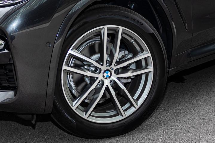 Feature Spotlight: 19? M light Double-spoke alloy wheels