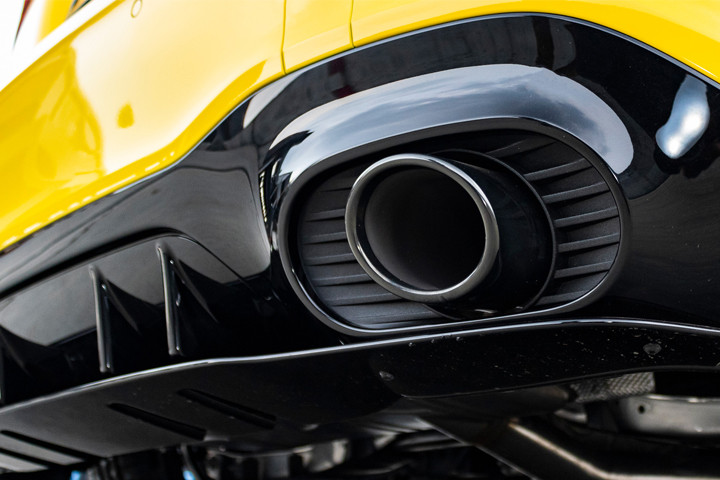 Feature Spotlight: Round tailpipes attached to the rear apron