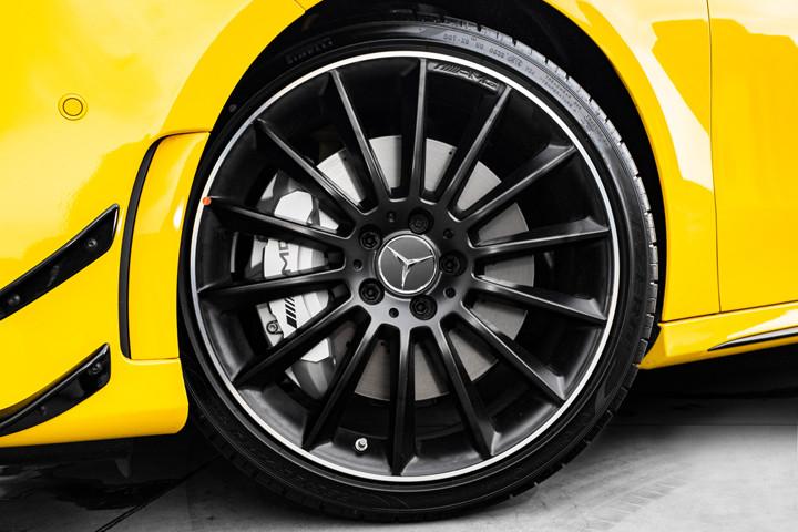 Feature Spotlight: 19-inch AMG multi-spoke light-alloy wheels