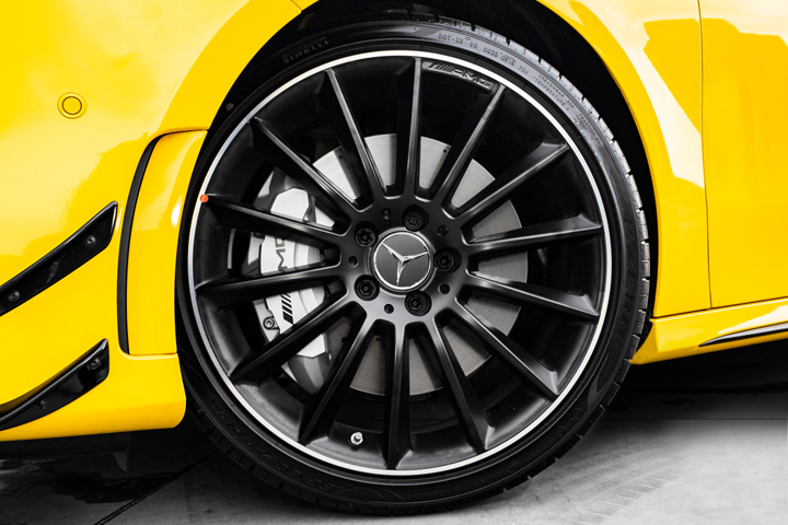 Feature Spotlight: 19-inch AMG multi-spoke light-alloy wheels