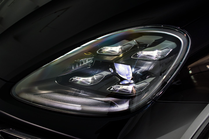 Feature Spotlight: LED Matrix Headlights including Porsche Dynamic Light System Plus