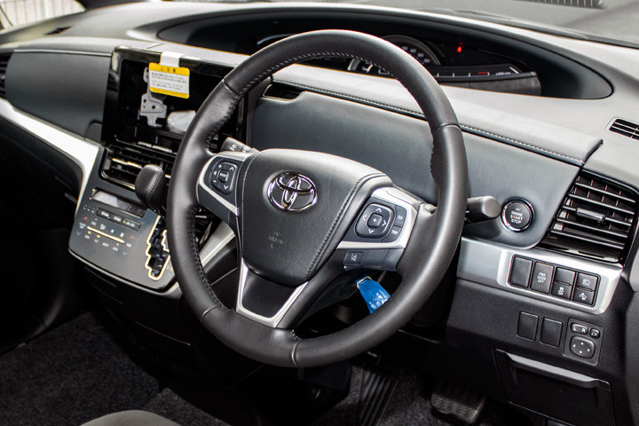 Feature Spotlight: 4-Spoke Steering Wheel With Multifunction Control