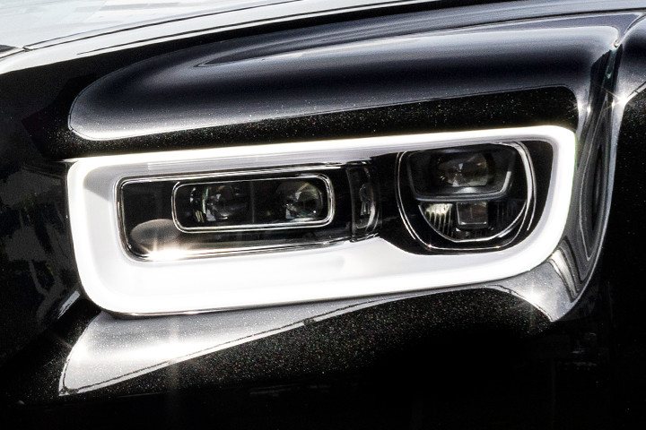 Feature Spotlight: Adaptive LED Headlamps With High Beam Assistance