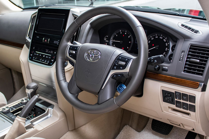 Feature Spotlight: 4-Spoke Steering Wheel With Multifunction Control, 6