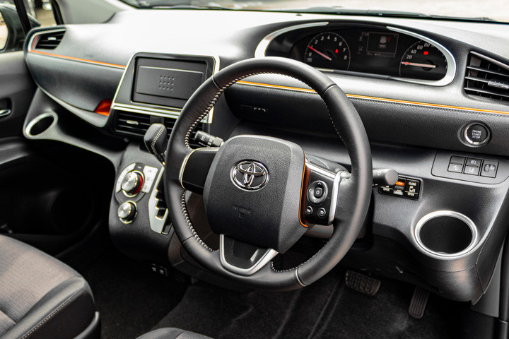 Feature Spotlight: 3-Spoke Steering Wheel With Multifunction Control