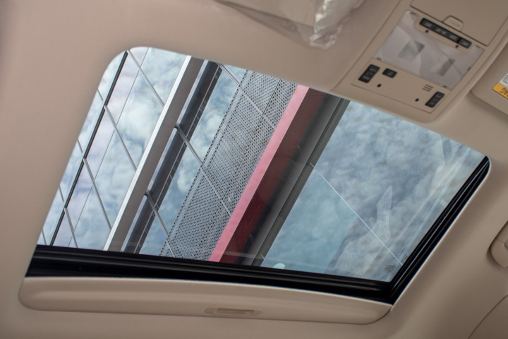 Feature Spotlight: Tilt & slide electric moonroof