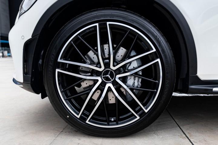 "Feature Spotlight: 21"" AMG alloy wheels – multi-spoke design"