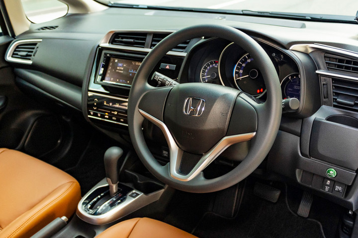 Feature Spotlight: 3-Spoke Steering Wheel