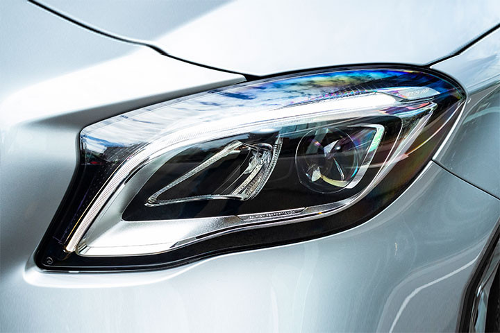 Feature Spotlight: LED High Performance Headlamps with Adaptive High Beam Assist