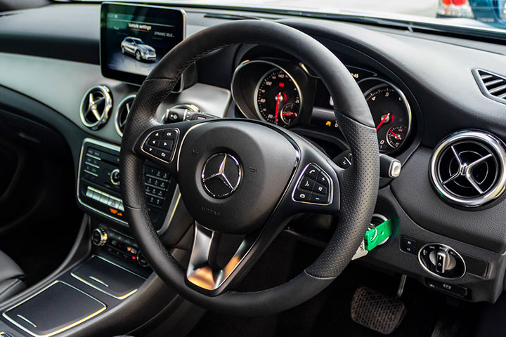 Feature Spotlight: Multifunction sports steering wheel in leather