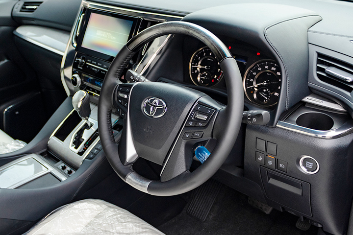 Feature Spotlight: 4-Spoke Leather/Wood Steering Wheel With Multifunction Control