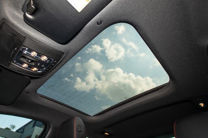 Feature Spotlight: Panoromic glass sunroof