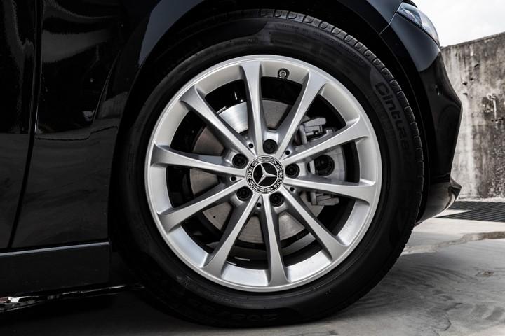 """Feature Spotlight: 17"""" 10 spoke alloy wheels"""