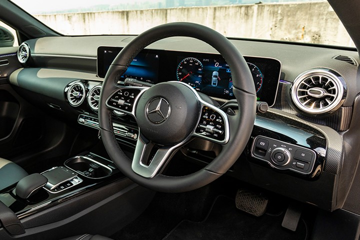 Feature Spotlight: 3-spoke Multifunction steering