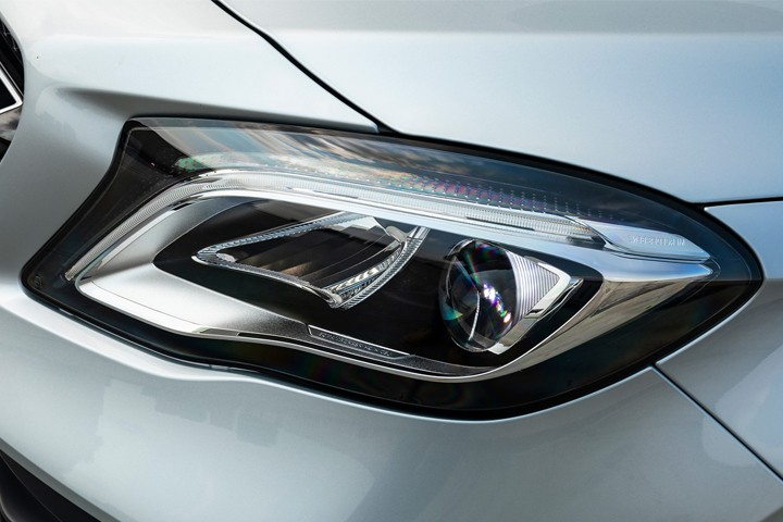 Feature Spotlight: High Performance LED headlamps with Adaptive Highbeam Assist Plus