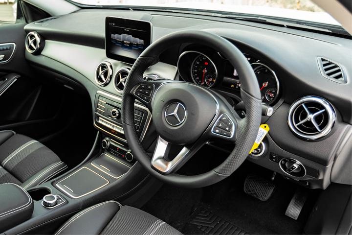 Feature Spotlight: 3-spoke multifunction steering wheel in nappa leather