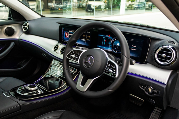 Feature Spotlight: 3-spoke multifunction steering wheel