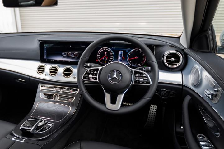 Feature Spotlight: 3-spoke multifunction steering wheel
