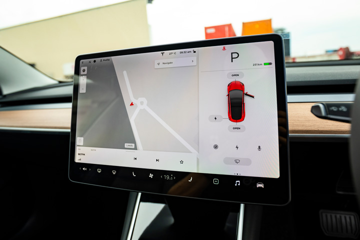 Feature Spotlight: 15-inch Centre Touchscreen