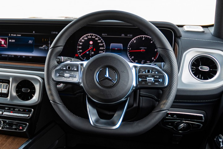 Feature Spotlight: Multifunction sports steering wheel in nappa leather