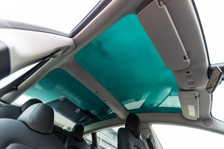 Feature Spotlight: Tinted glass roof with ultraviolet and infrared protection