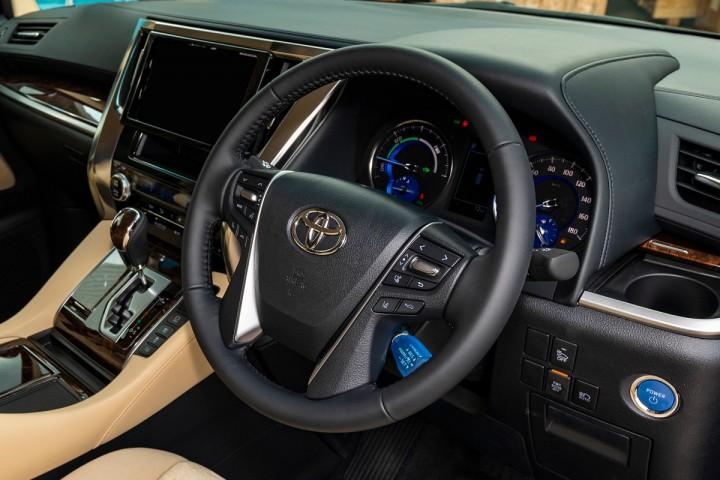 Feature Spotlight: 4-Spoke Steering Wheel With Multifunction Control