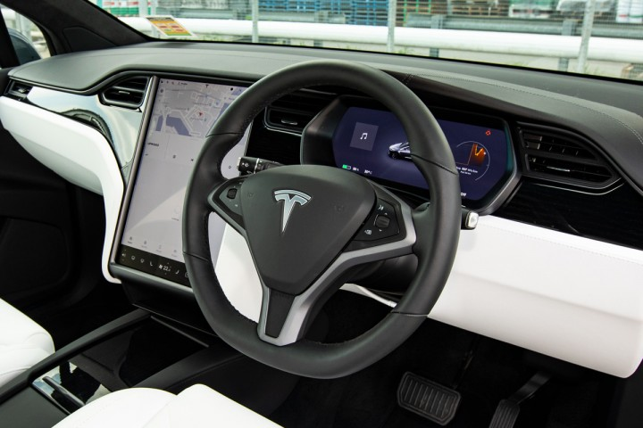 Feature Spotlight: Multi-function steering wheel with tactile controls