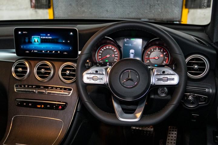 Feature Spotlight: 3-spoke multi-function sports steering wheel