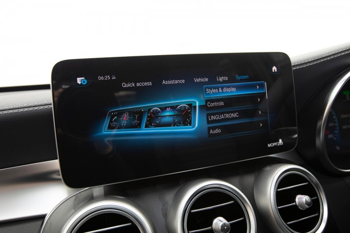 Feature Spotlight: 10.25-inch touchscreen display