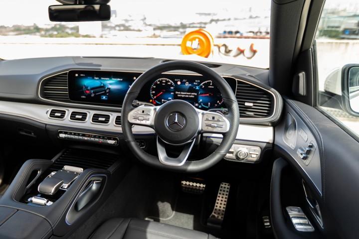 Feature Spotlight: 3-spoke multifunction sports steering wheel