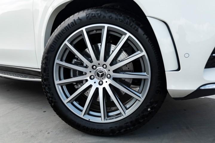"""Feature Spotlight: 22"""" AMG multi-spoke alloy wheels"""