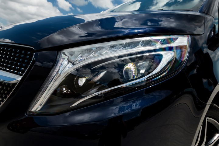 Feature Spotlight: LED Intelligent Light System including integral LED daytime running lamps