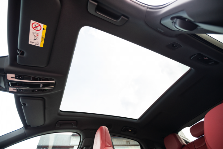 Feature Spotlight: Panoramic roof with fixed glass panel