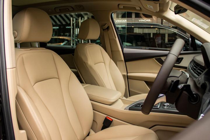 Audi Q7 40 TFSI Quattro - Front Seat