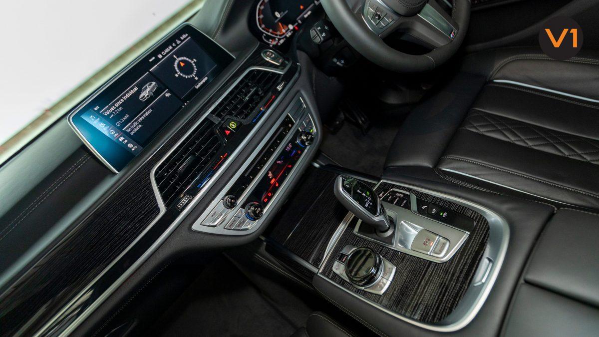 BMW 740LI M Sport Saloon - Center Console