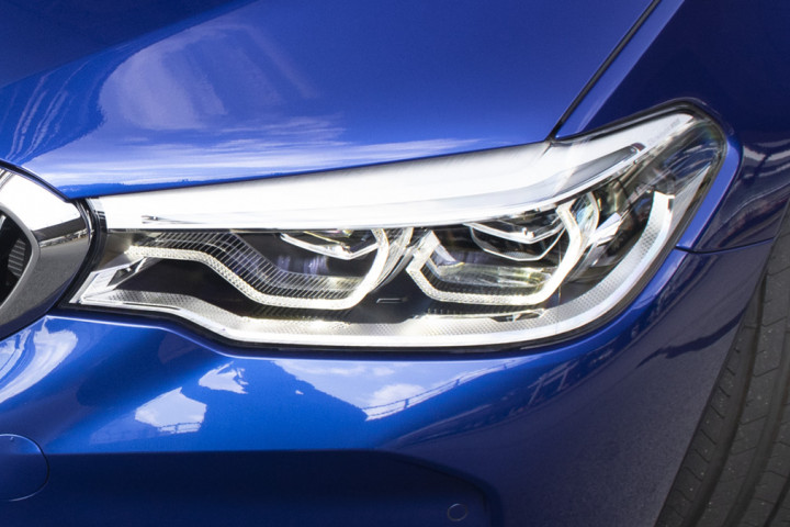 BMW M5 Saloon Competition - Headlights